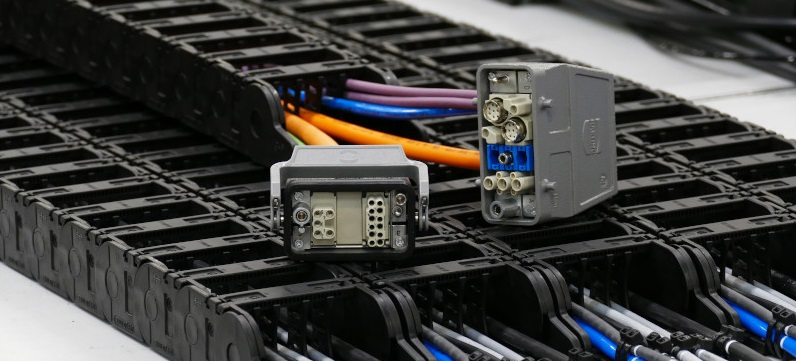 cadena portacables con conectores Harting