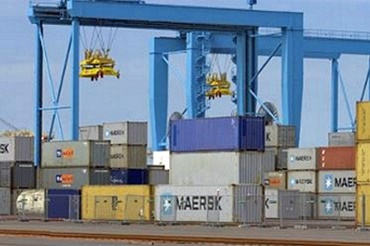Stacker cranes or gantry cranes with igus® e-chains® and chainflex® cables