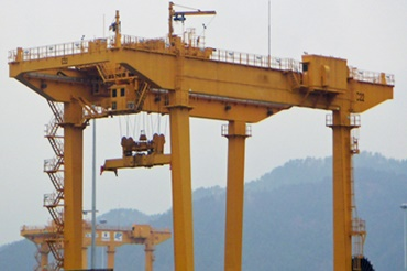RMG crane with e-chains® and chainflex® cables from igus®