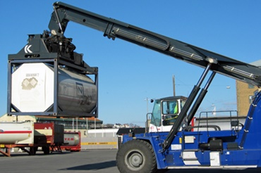 Reach stacker with igus® e-chain® and chainflex® cables