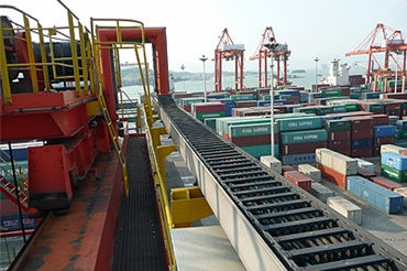 RTG crane with igus® e-chain® and chainflex® cables